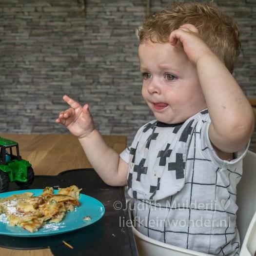 Jayden 19 maanden en 3 weken oud peuter dreumes - hartig gevulde pannenkoek