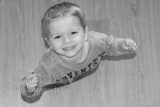Jayden 21 maanden en 4 weken oud mamablog peuter dreumes - verstoppertje spelen