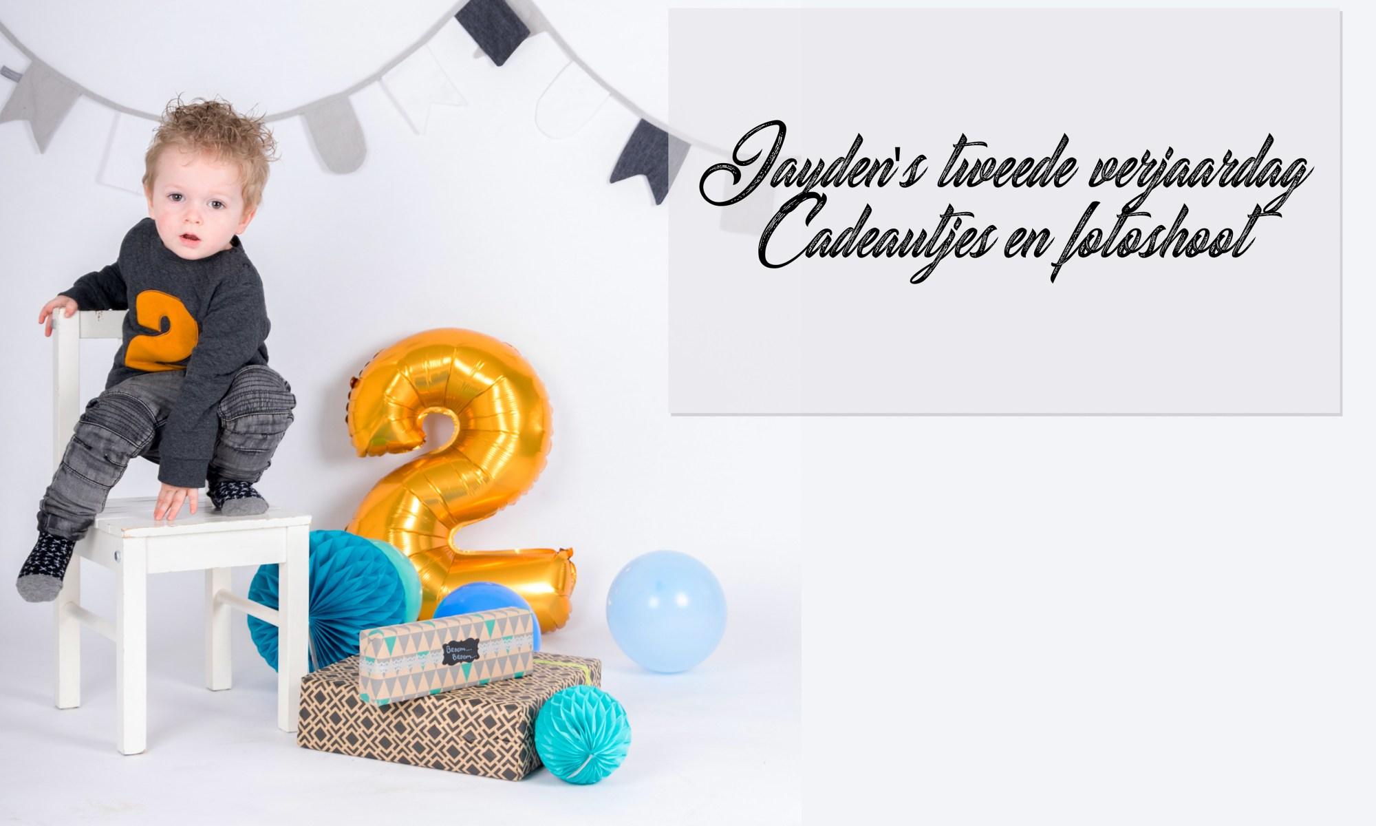 Jayden 2 jaar verjaardag fotoshoot fotograaf mama blog mamablog