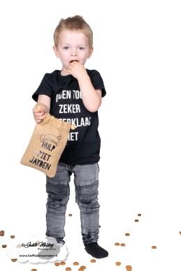 Brandrep reppen product foto fotoshoot fotograaf mama blog zwangerschap peuterLittle duck sinterklaar zakje piet shoot sint op het dak www.liefkleinwonder.nl pepernoten pepernoot zakje