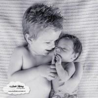 Finley 3 weken oud newborn baby borstvoeding speen afgevallen aangekomen consultatiebureau mama blog zwanger www.liefkleinwonder.nl fotoshoot 2 broers samen op de foto bloomer piece of may tractor