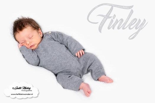 Finley 5 weken oud baby newborn borstvoeding mama pasgeboren mama blog foto shoot www.liefkleiwonder.nl baby shoot