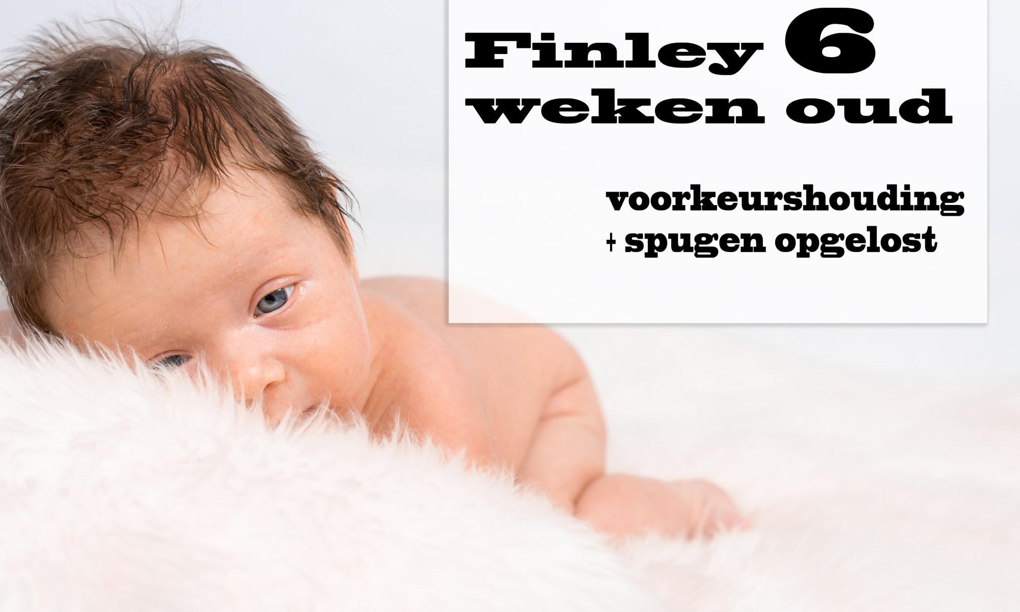 Finley 6 weken oud baby newborn borstvoeding mama pasgeboren mama blog foto shoot www.liefkleiwonder.nl Slaapzak voorkeurshouding spugen borstvoeding toeschietreflex druk nek spieren