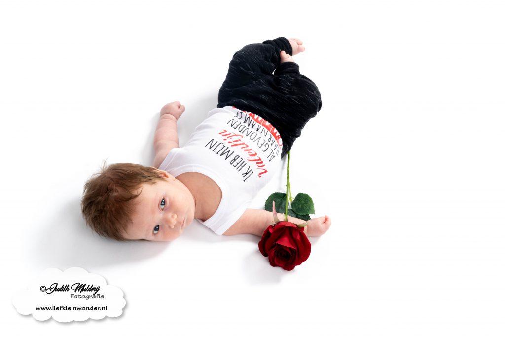 Valentijns outfits baby kind shoppen kopen valentijn liefde rood zwart wit bedrukt mama blog www.liefkleinwonder.nl review  By LM