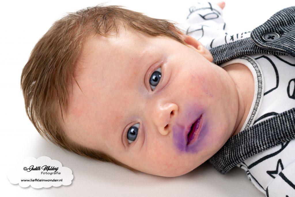 Finley 11 weken oud ontwikkeling blog baby newborn mama blogger opvoeding borstvoeding brandrep gentiaan violet spruw paars next direct