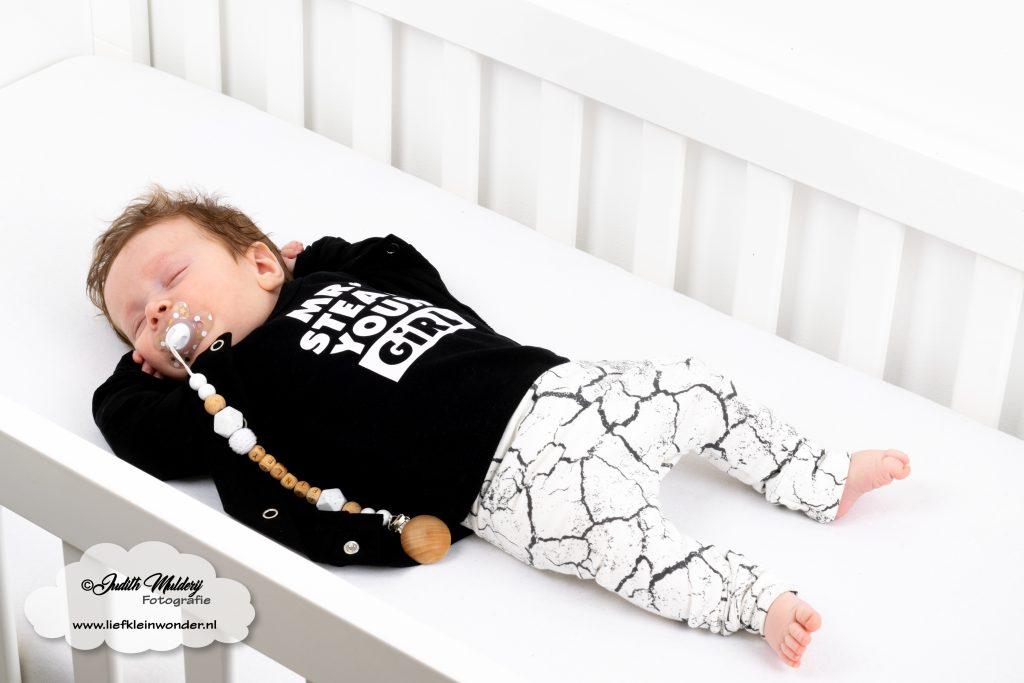 Finley 3 maanden oud 12 weken ontwikkeling borstvoeding lachen fotos brandrep mama blog slapen www.liefkleinwonder.nl