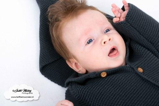 Finley 14 weken oud blog mamablog www.liefkleinwonder.nl fotograaf foto's brandrep baby newborn 2 kinderen broers jongens