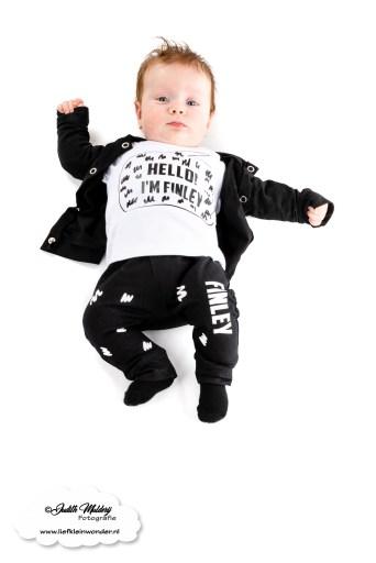 Monochome geboorte setje pakje babykleding naam setje Home Made review aankopen brandrep bedrukt fotoshoot mama blog www.liefkleinwonder.nl