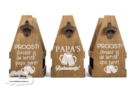 Vaderdag cadeau Moederdag cadeau review kortingscode sophs baby en kids review mama blog www.liefkleinwonder.nl bierkistje bedrukt bieropener metaal ophangen opener hout kratje bierflesjes