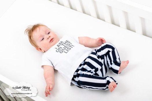 Finley 6 maanden oud ontwikkeling mama blog brandrep sizclothes baby half jaar www.liefkleinwonder.nl slapen in de wieg ledikant