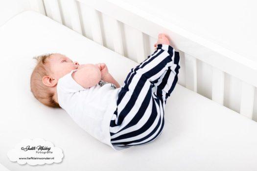 Finley 6 maanden oud ontwikkeling mama blog brandrep sizclothes baby half jaar www.liefkleinwonder.nl rollen van rug naar buik van buik naar rug
