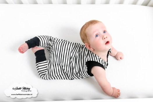 Sweet and small monochrome neon baby en kinderkleding babykleding review mama blog shoppen aankopen www.liefkeinwonder.nl haremromper wart wit streep strepen