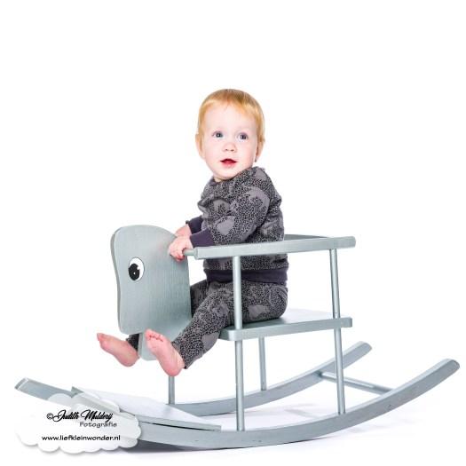 Finley 11 maanden oud mama blog www.liefkleinwonder.nl ontwikkeling uitdagen karakter