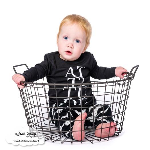 Kinderbijslag aankopen shoplog review mama blog babykleding jongens kleding shoppen brandrep fotograaf One of it Dino origami broekje