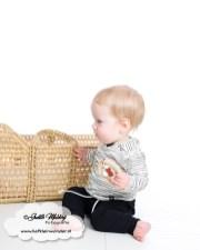 Handgemaakte broekjes sweet and small okergeel petrol bordeaux met geknoopte bandjes hangemaakt shirts veertjes streepjes khaki roest review mama blog www.liefkleinwonder.nl brandrep fotograaf