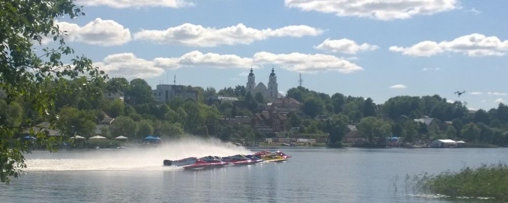 F2 ātrumlaivas Lietuvas pilsētā Zarasai