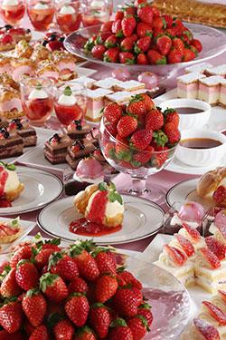 スイーツブッフェ,春,ホテル,桜もいいけど、、、苺もいいよね!