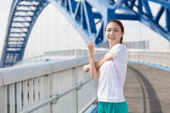 350 ストレッチ 橋の上 準備体操
