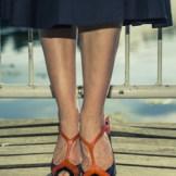秋冬のふんわり揺れるひざ丈スカート