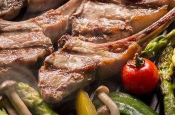 ボリュームのある肉料理