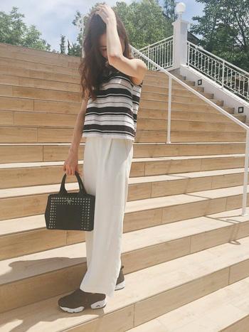 着回し美人さんはみんな持ってる♪シンプルな白&黒パンツの正しい選び方