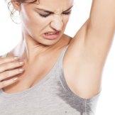 自分の汗の臭いが気になる・・・周りの人より臭いのは乾燥肌が原因だった!