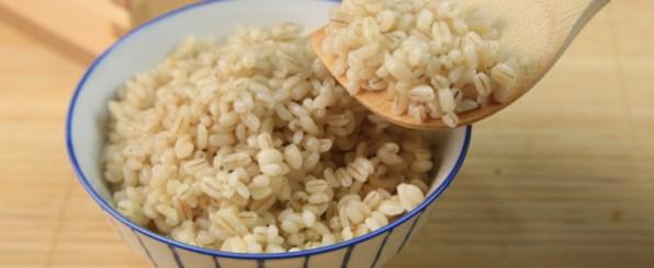 今話題のもち麦ダイエットって?やり方とおすすめレシピ