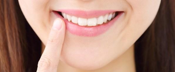 たった1日で憧れの白い歯に!?超優秀「歯のマニキュア」とは?