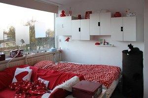 M'n nieuwe bed in mijn kleine huisje