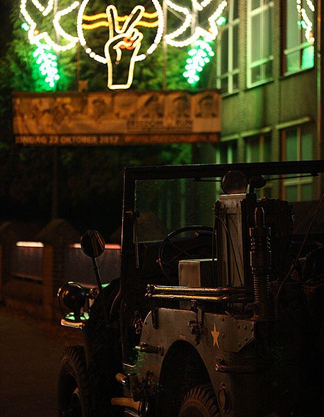 De jeep tijdens de Lichtjesroute in Eindhoven