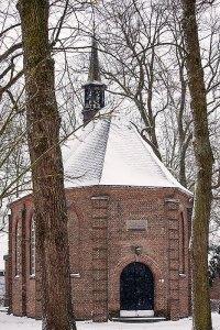 Van Goghkerkje in de sneeuw