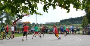 Molėtuose krepšinio entuziastų netrūko