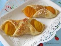 Pyragaičiai su persikais ir kremu