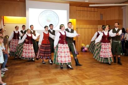 """Šoka Stokholmo tautinių šokių kolektyvas """"Baltija"""""""