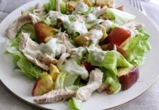 Vištienos salotos su keptais obuoliais