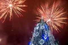 Anykščiuose sužibo kalėdinė miesto eglė