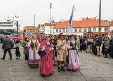 Norvegijos nacionalinės dienos šventėje norvegų žvilgsnius traukė būrys tautiškai pasipuošusių lietuvių