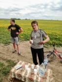 Užpaliečių dviratininkų komanda viename iš punktų