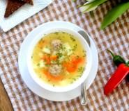 Kvapni frikadelių sriuba su ryžiais