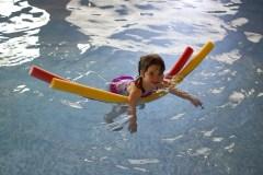 Kaip išmokyti vaiką plaukti?