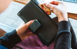 Bankai karantino laikotarpiu didina bekontakčio mokėjimo ribą