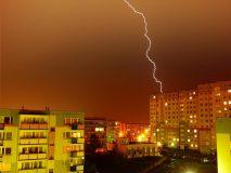 """Mokslininkai apie apsaugą nuo žaibo: """"Geriau jokios nei blogai įrengta"""""""