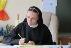 """Sesuo Justina: """"Išmokime maldos rankomis apkabinti kitą"""""""
