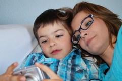 Už mažiems vaikams paskiriamą privalomą izoliaciją tėvai galės gauti ligos išmokas