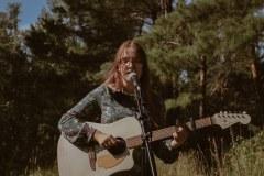 Jaunoji atlikėja Elzė Urbietytė daina išreiškė meilę Lietuvai