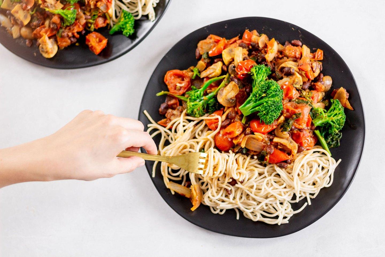 MY FAVE WEIGHT-LOSS DINNER: BLACK BEAN & VEGGIE SPAGHETTI (MEAL PREP)