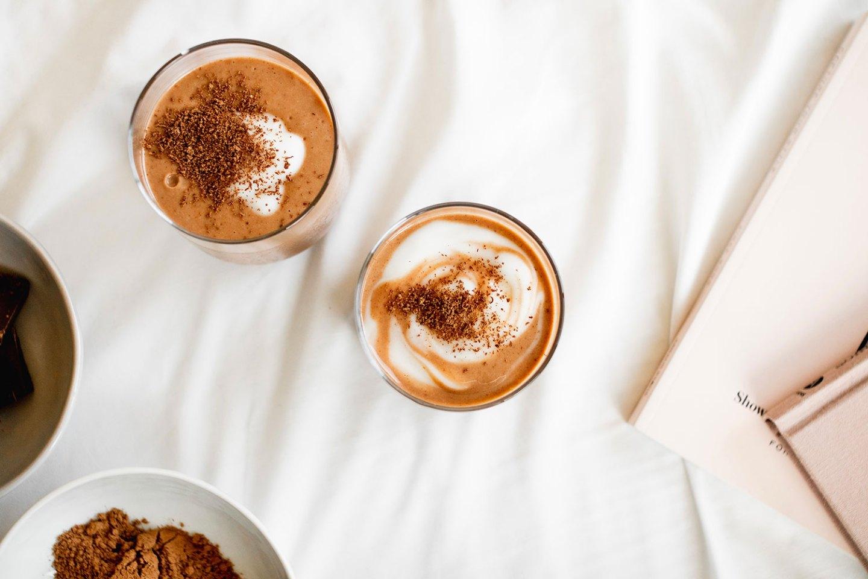 Healthy chocolate breakfast milkshake! (dairy-free, vegan, gluten-free smoothie)