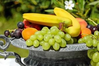 ビタミンCは果物に多く含まれています。