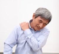五十肩は何が原因なの?治し方としては注射と体操?治療薬はあるの?