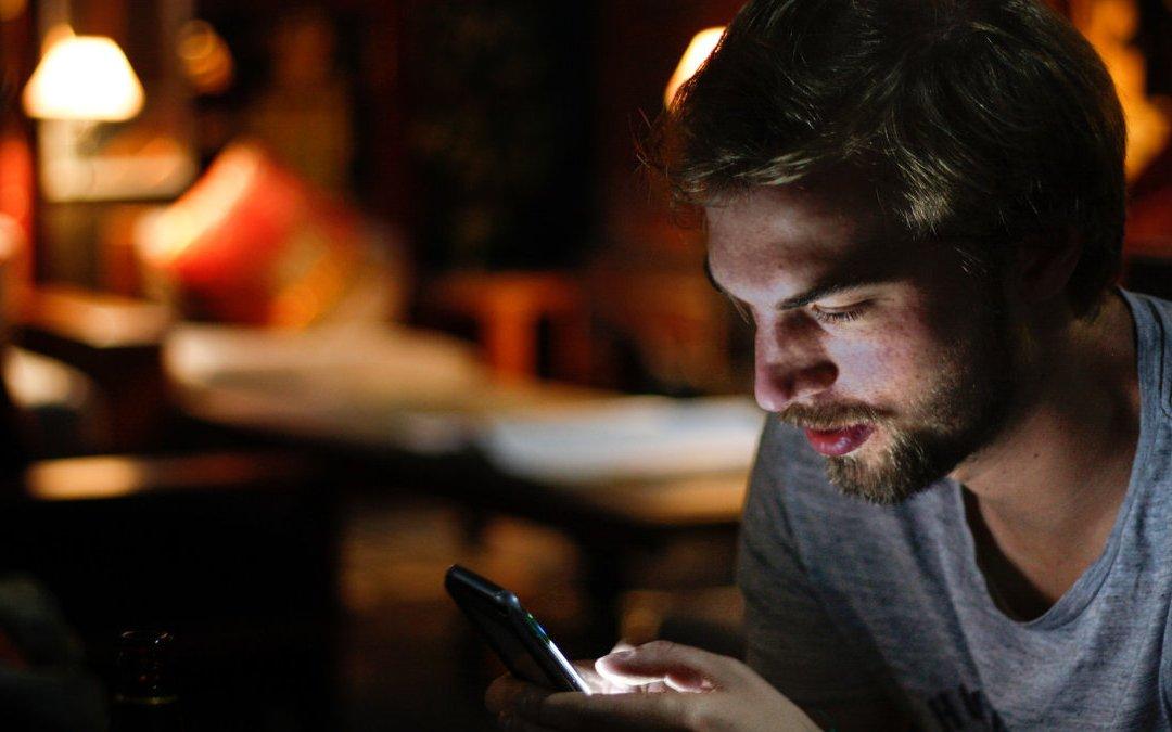 不滑手機就感到焦慮? 3步驟改變使用網路習慣
